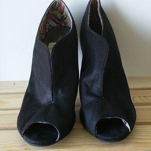 Open toe shoes black